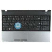Клавиатура для ноутбука Samsung 300E5A 305E5A черная топ-панель серебристая